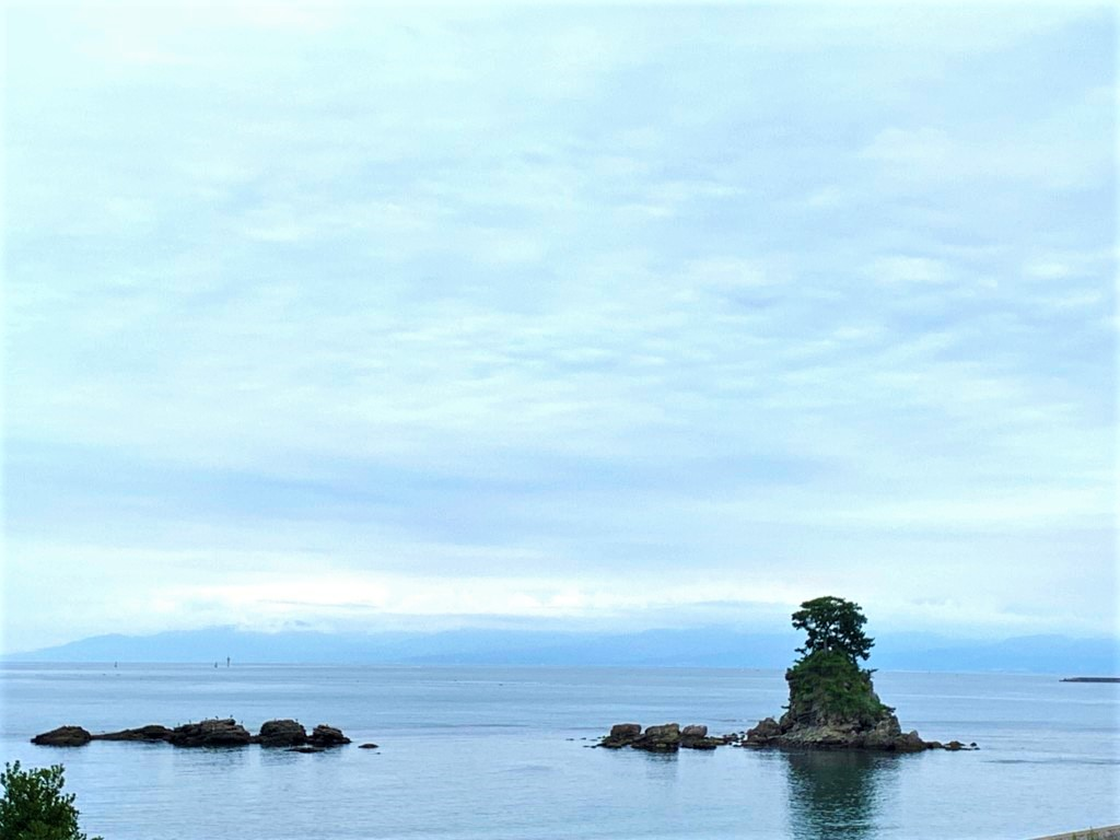 雨晴海岸と立山連峰